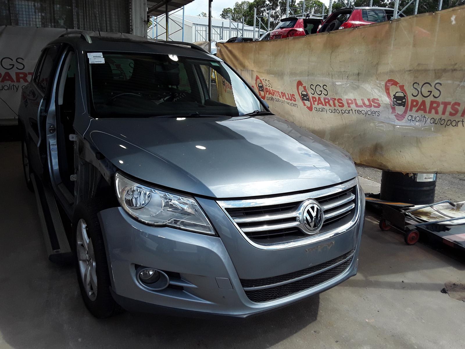 View Auto part Alternator Volkswagen Golf 2014